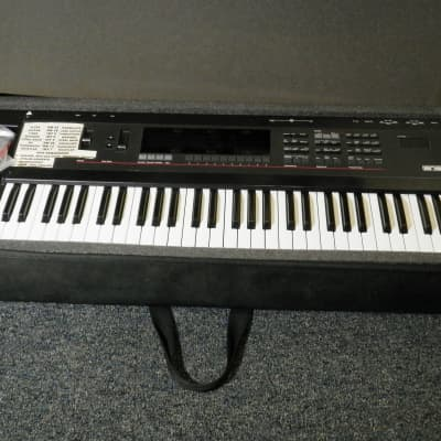 Ensoniq SD-1 Synthesizer black with carry case vintage synthesizer keyboard