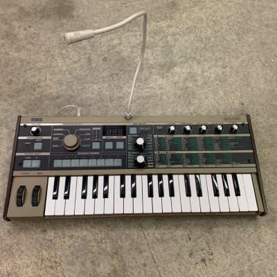Korg microKORG 37-Key Synthesizer/Vocoder with mic