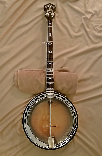 Fantastic Fender Leo Deluxe Banjo | Ian's Instruments