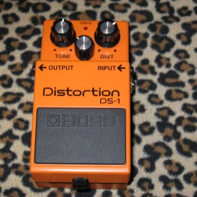 new (display case piece) A+ BOSS DS1 Distortion (current ver) Boss DS-1 (NO box, NO pw, No battery) for sale