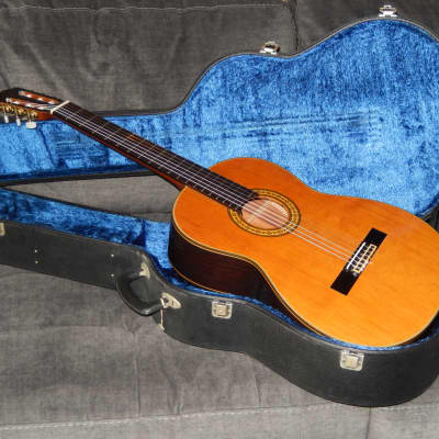 MADE IN 1982 - TAKAMINE No30 - ECXELLENT CLASSICAL GUITAR IN EXCELLENT CONDITION