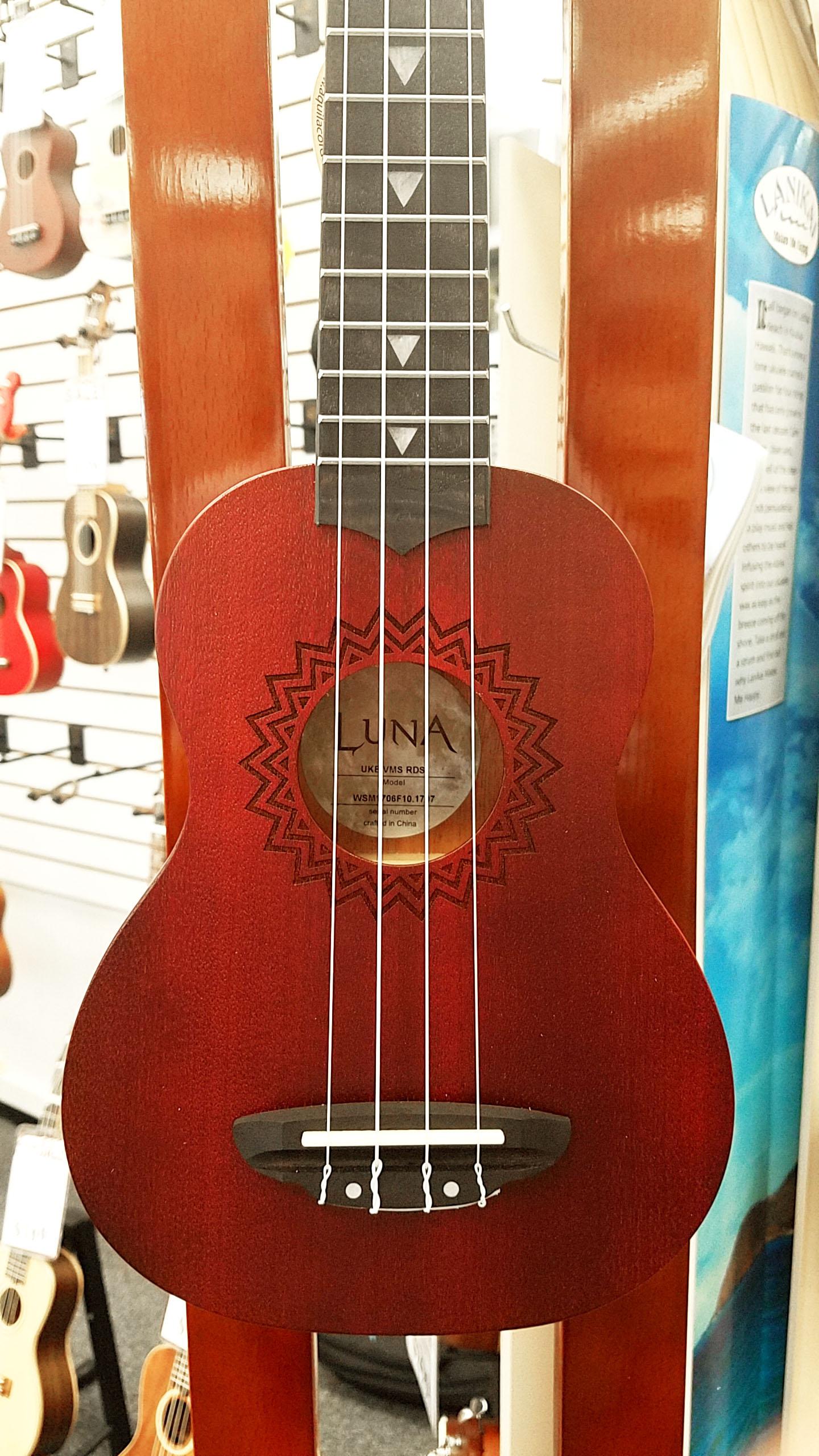 Luna Uke Vintage Mahogany Soprano - Red